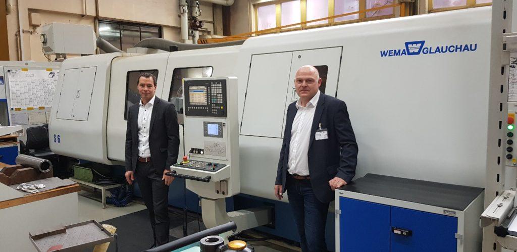 v.l.: Martin Steiner (Standort Fertigungsleiter INDEX), Ronald Krippendorf (Geschäftsführer WEMA Glauchau)